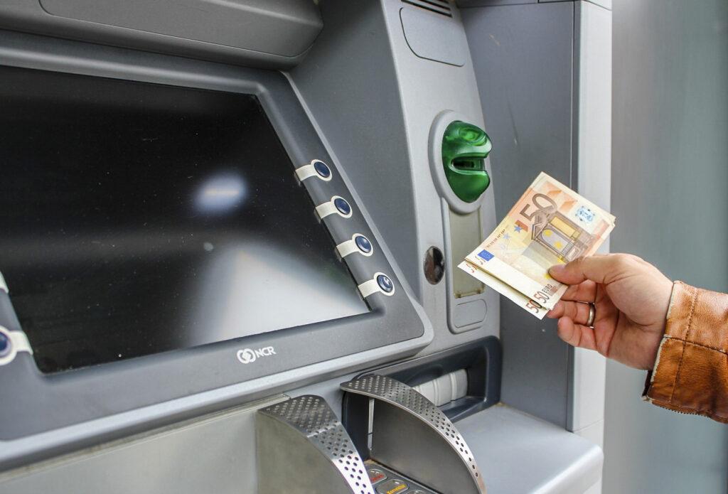 ドイツにお金をもっていく - クレジットカードでキャッシング