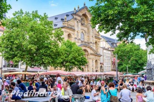 バンベルク 旧市街の青空市場と教会