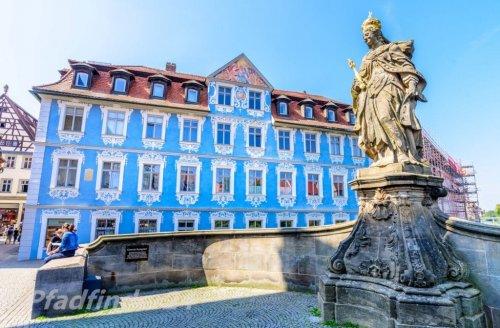 バンベルク 青い家と石像