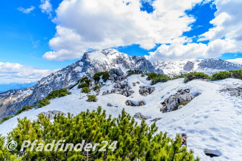 ベルヒテスガーデン 山頂の雪と岩