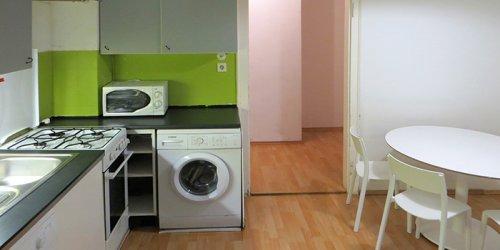 BWS Germanlingua Berlin 学生寮のキッチンと洗濯機