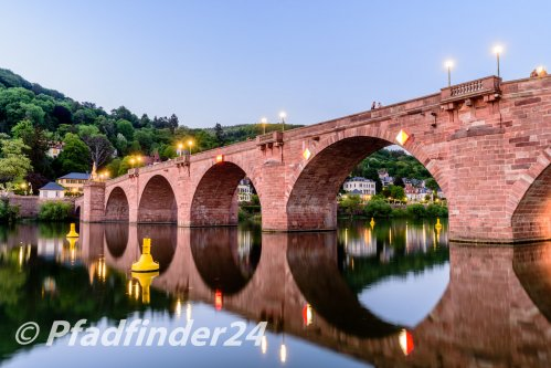 夜のネッカー河と石橋